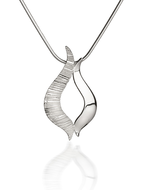 Fiona Kerr Jewellery / Ebb and Flow Silver medium pendant – EF03
