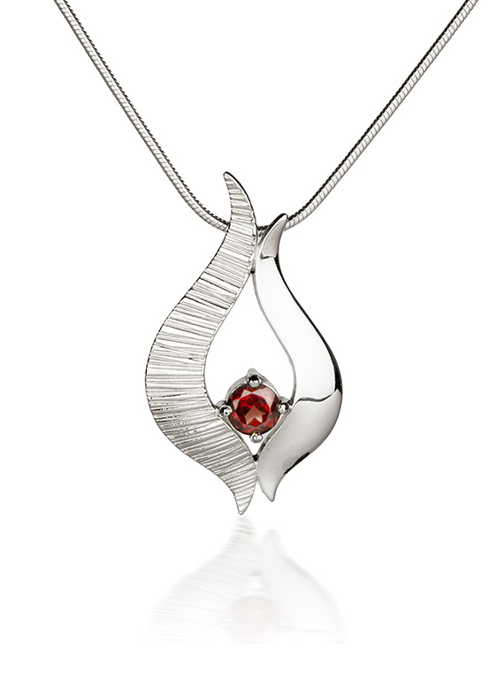 Fiona Kerr Jewellery / Ebb and Flow Silver medium pendant with Garnet - EF04G